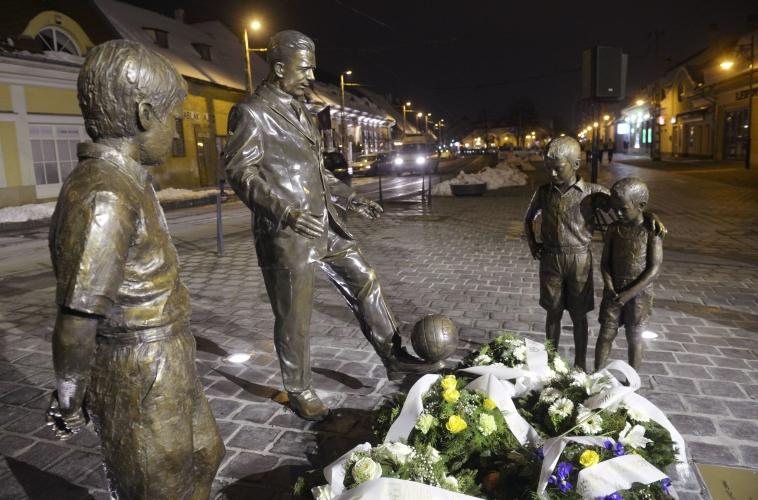 Socha Puskása na budapeštianskom námestí. (SITA)