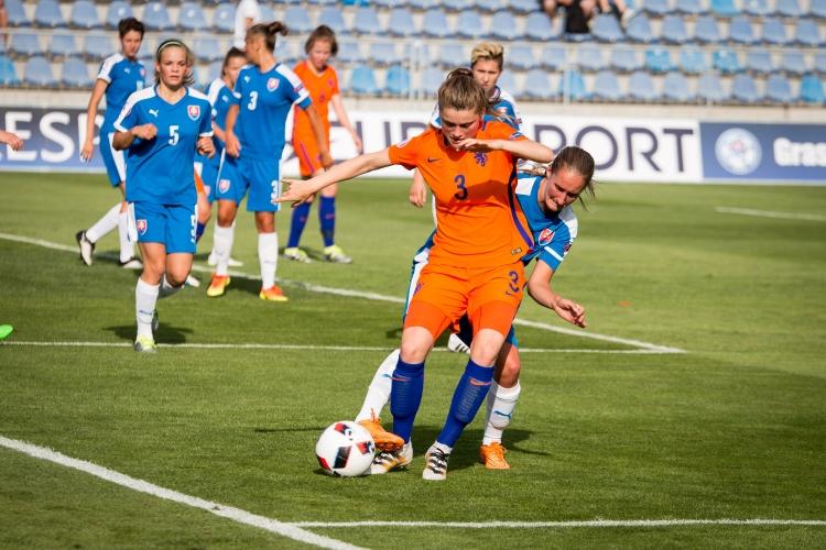 Mária Mikolajová, ženský futbal